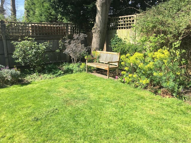 Bright double bedroom with bathroom ensuite - Greater London - Townhouse