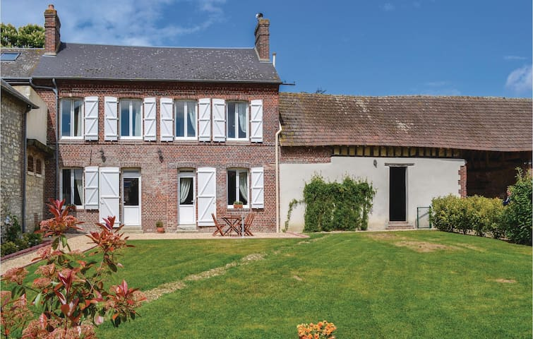 Holiday cottage with 2 bedrooms on 120 m² in Trie Chateau