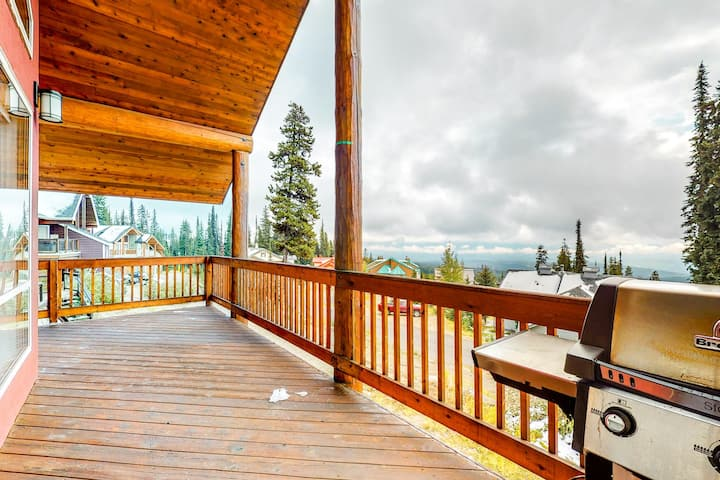 Ski-in/ski-out chalet w/mountain views, shared hot tub, and pellet fireplace