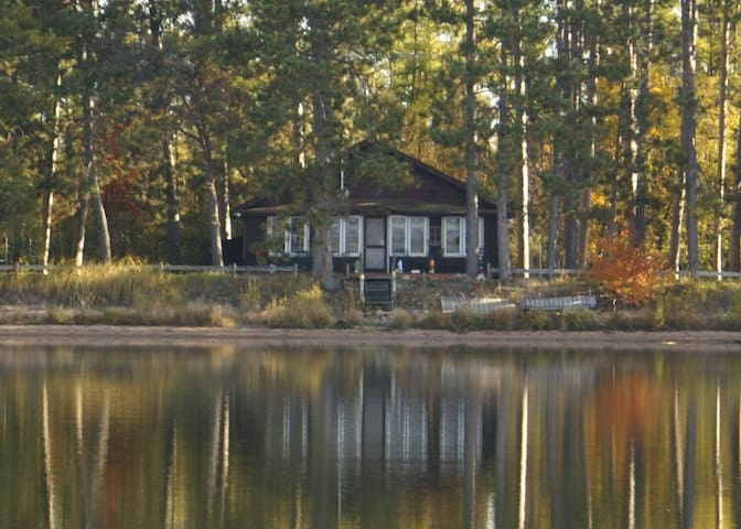 Cozy 2 Bdrm Cabin on Waters Edge