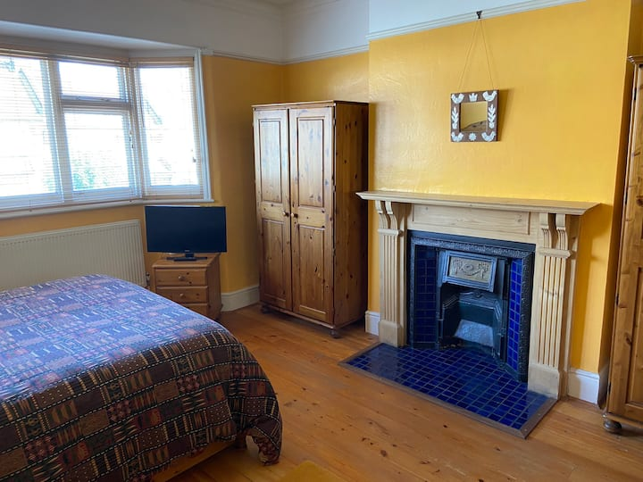 Beautiful, large double room in Edwardian house