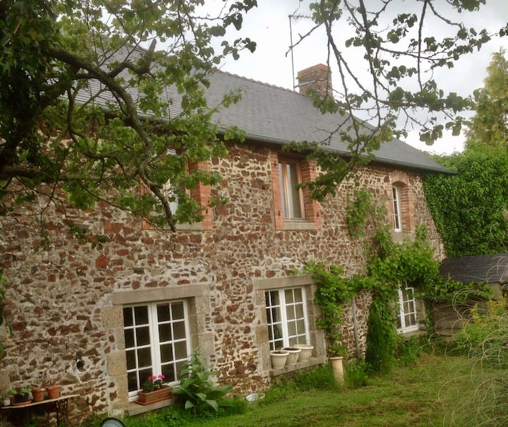 French Farmhouse w large Garden and Horse Stabling