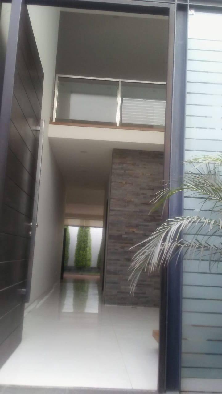 Habitaciones en hermosa casa con piscina La Molina