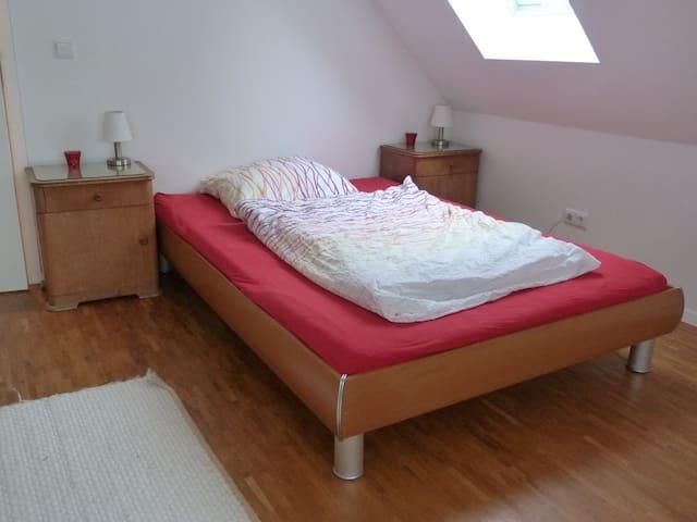 2 Zimmer/Bad in separater Wohnung