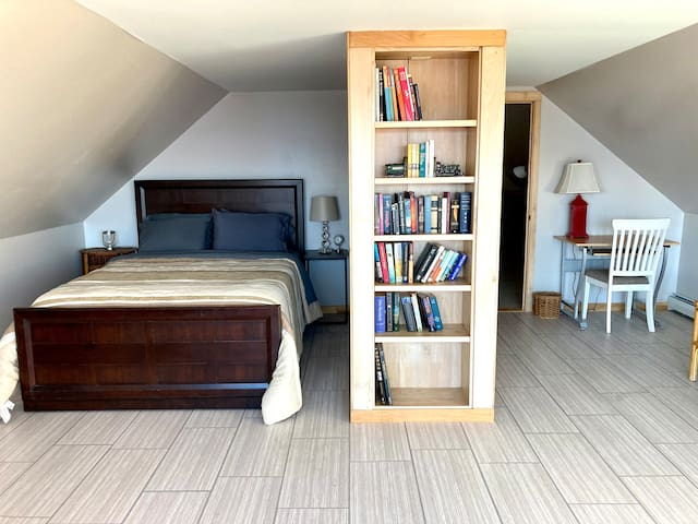 Attic bedroom with Queen-sized bed.  Binoculars available to watch the sailboats.