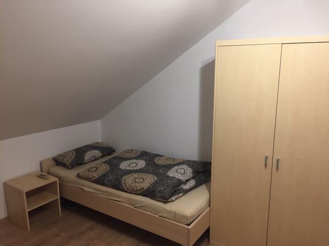 Neu renoviertes Zimmer in sehr ruhiger Lage