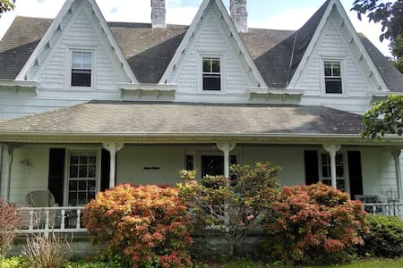 1890 FarmHouse on BlueRidge Parkway - Galax - Chatka