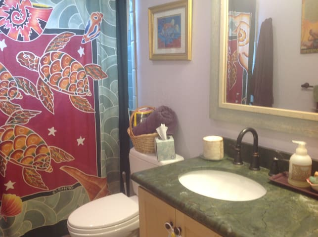Recently remodeled Hawaiian full bathroom for your use, complete with hair dryer, shampoo, etc. View of mountains and ocean while you are showering! Extra towels and toiletries are available!