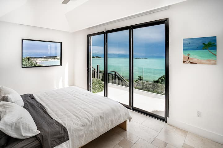 Modern  Beachfront 3 bed 3 bath with pool