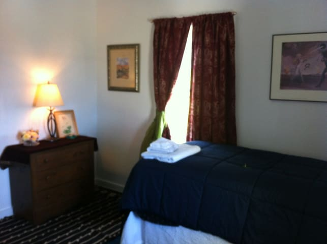 2 COMFY TWIN BEDS NEAR OCEAN & TOWN - Fort Bragg - House