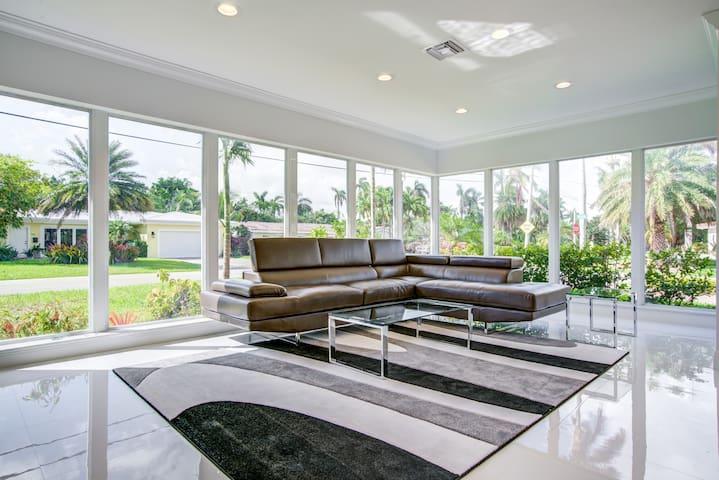 MODERN BEACH HOUSE - Walk to Ft. Lauderdale Beach!