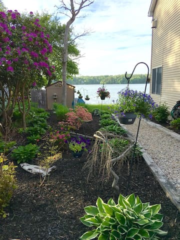 Beautiful pond front room rental in Plymouth, MA