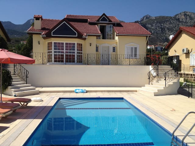CYPRUS 4 bedroom Villa with pool - Çatalköy, Girne - Casa