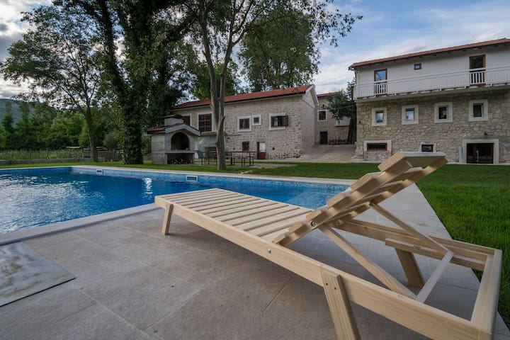 Stara kuca Estate- Old house with pool Zora