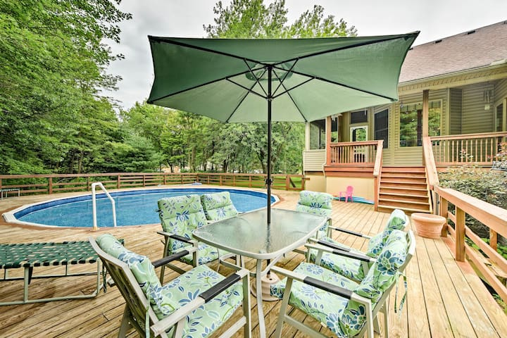 Lambertville Home w/ Pool & Free Zoo Passes!