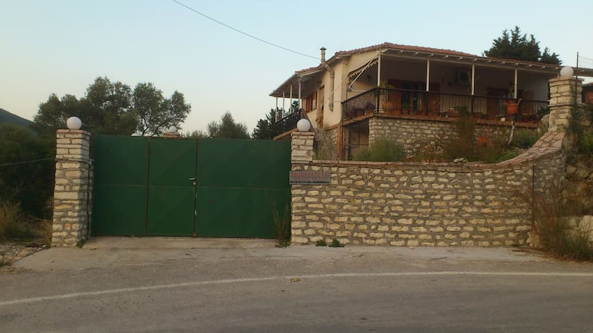 HOUSE FOR SUMMER HOLIDAYS IN LEFKAS - Lefkada