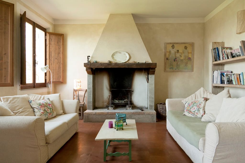 Lovely spacious comfortable sitting room with working fireplace