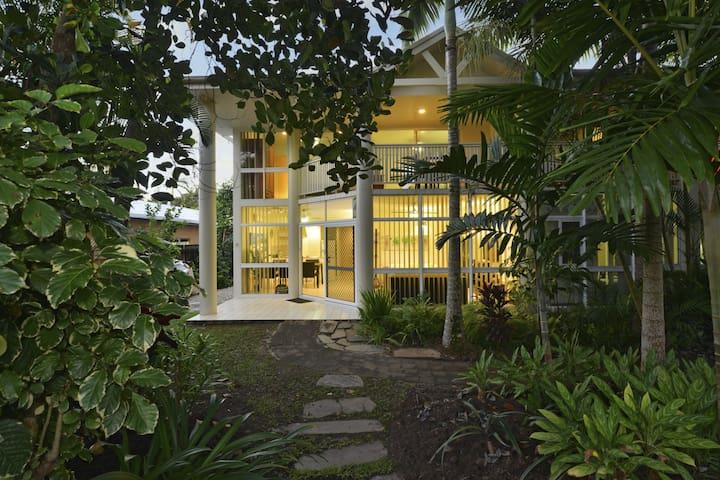 Tropical Palms-3 Bedroom Town House - Port Douglas - Dům