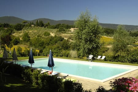 Camelia: country house in Tuscany