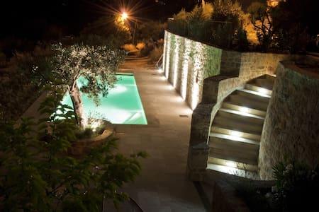 Beautiful studio, private swi. pool - Bargemon - Andre