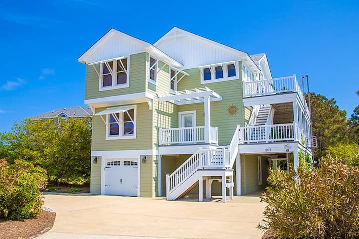 1010 Sea the Light * Private Pool & Hot Tub * Dog Friendly * 9 Min Walk to Beach