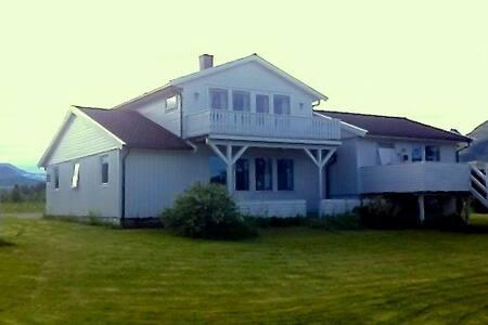 Stort hus på vakre Kjerringøy