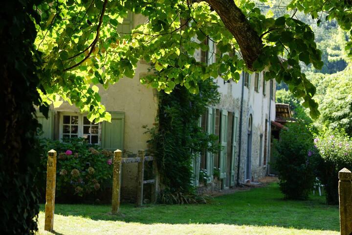 La Tour du Pin, belle ferme rénovée du 18e siècle