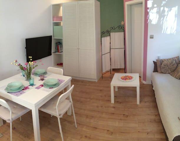 Cozy chic studio near the beach