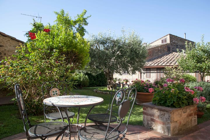 """Garden house""  - San Gimignano - Apartment"