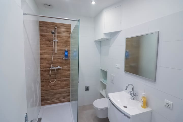 DREAM Studio Apartment Split • 1-2 guests  Bathroom features: • Washing machine • Towels • Soap and shampoo • Hair dryer
