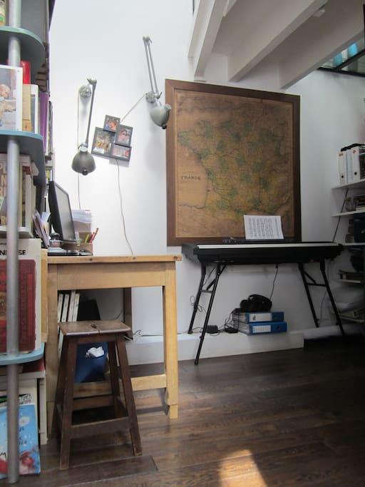 Coin bureau + Piano au Rdch donnant sur le Salon