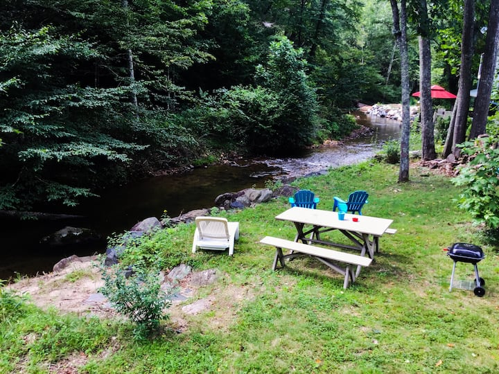 Creekside Chalet Apt B- 5 miles to Blue Ridge Pkwy