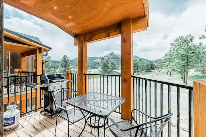 Cool New Mountain Modern Town Home w/Spectacular Mountain Views! Short Walk to Downtown (#314)