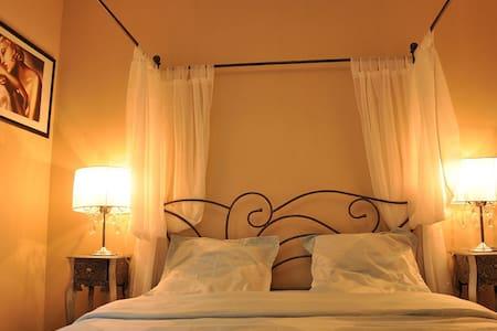 Chambre LOVE, Piscine & Jardin - Chambon-sur-Cisse - Bed & Breakfast