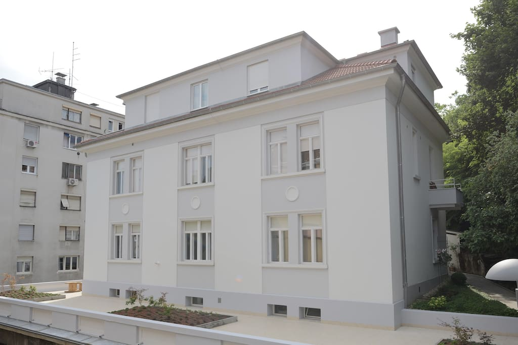 Front side view of Lobagola B&B premises, overlooking 150 m2 terrace.