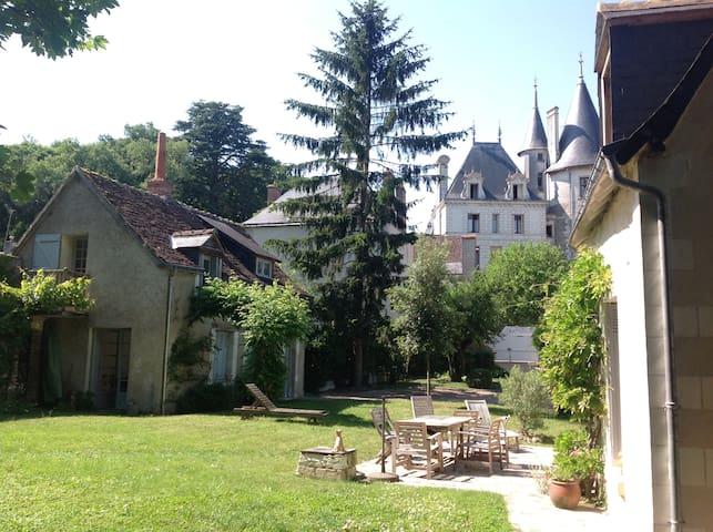 Dans un village classé de touraine - Véretz - House