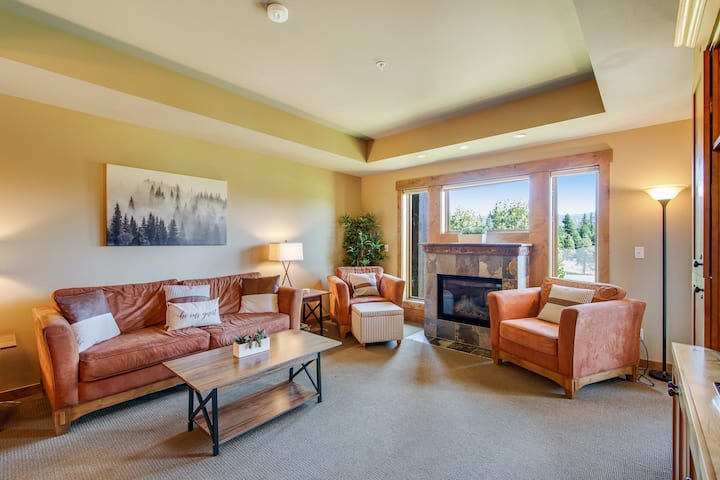 Elegant, dog-friendly retreat w/ shared pool, hot tub & fireplace - near trails!