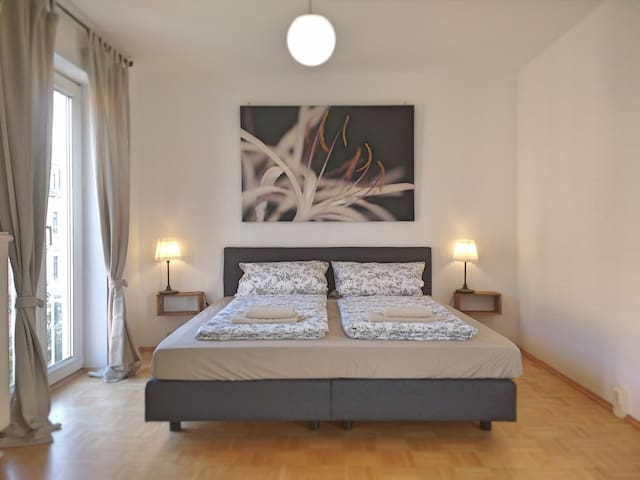 """Light flooded appartement in the """"Hecht"""" quarter"""