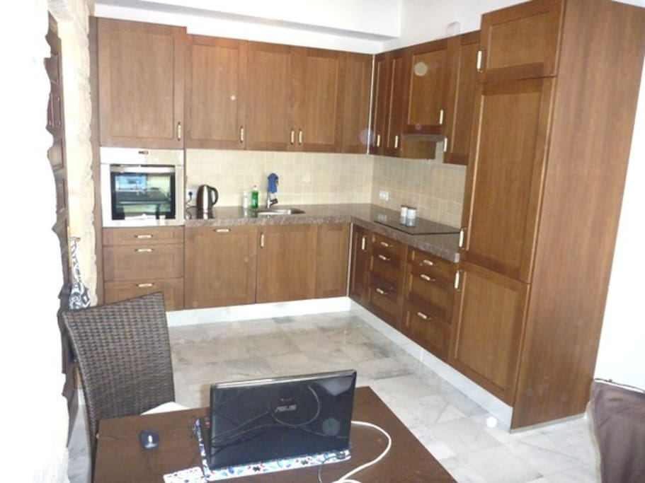 Access to a fully equipped kitchen.