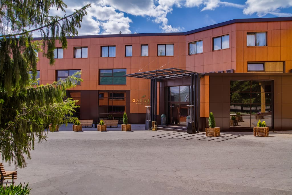 Фасад отеля Garden Hotel & Spa