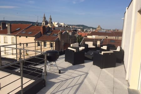 Grand appartement avec terrasse. - Nancy - Byt