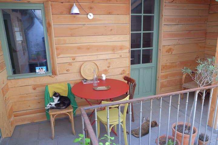 Chambre dans maison avec terrasse - Cahors - House