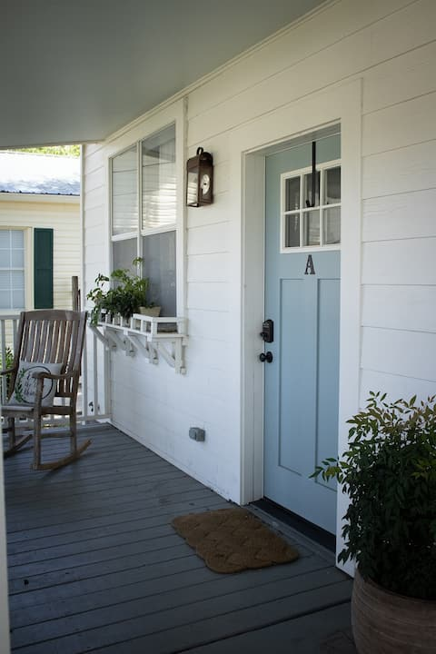 Live Oak Cottage - best location in Ocean Springs!
