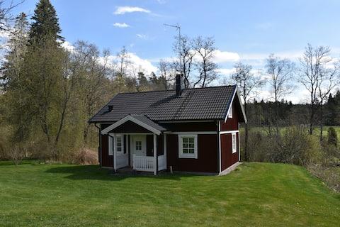 Moderne hytte i møllemiljø