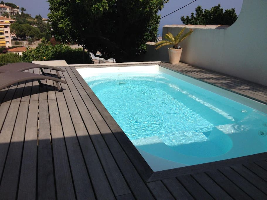 Two room apartment with pool apartments for rent in for Buthier piscine