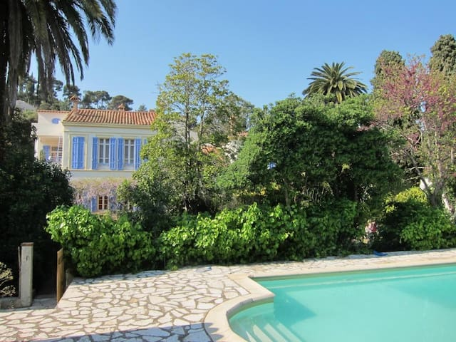 charming mansion near the sea - Le Pradet - House