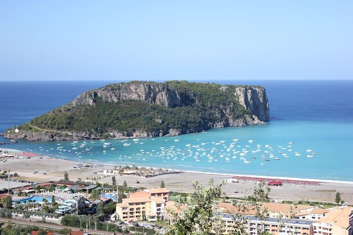 Meravigliosa vista mare sull'Isola di Dino
