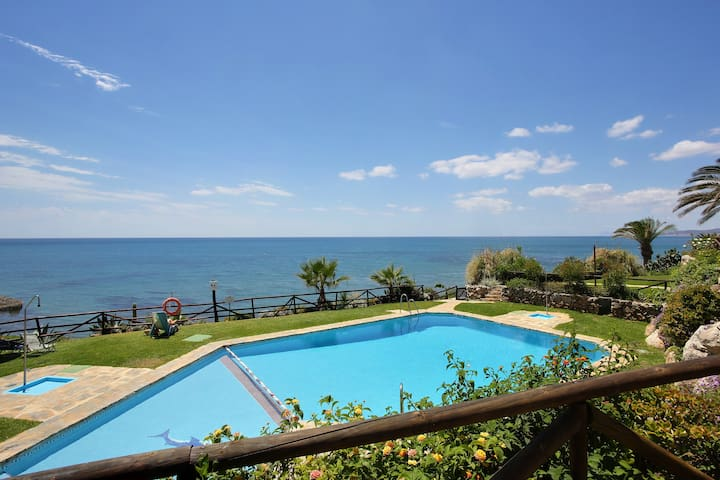 TYPICAL ANDALUSİAN BEACH HOUSE/FREE WIFI/ 2 Pools - Estepona - Dům