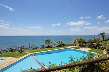 TYPICAL ANDALUSİAN BEACH HOUSE/FREE WIFI/ 2 Pools - Estepona - House