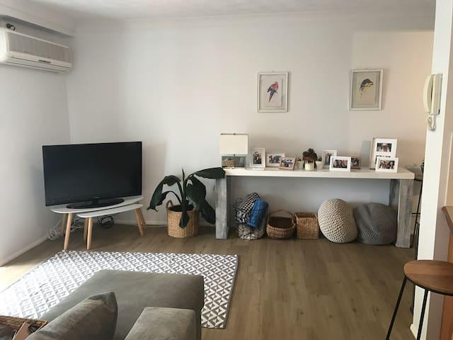 Two bedroom / two bathroom unit - Bilinga